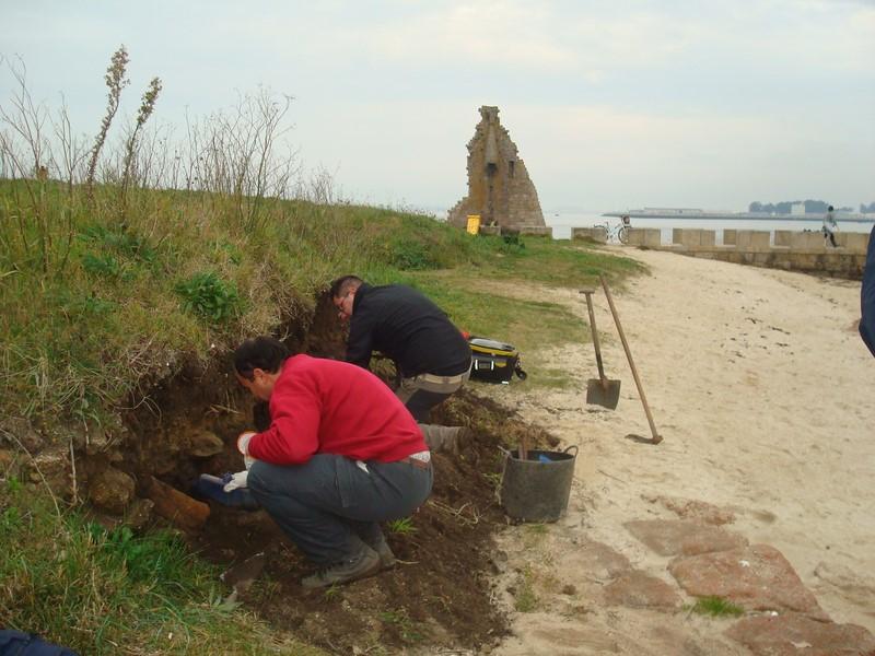 Arqueólogos-levantan-planimetría-illa-de-San-Sadurniño-Cambados