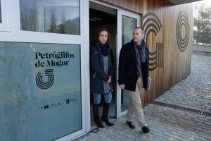 Xunta-Jesús-Vázquez-conselleiro-Cultura-Educación-visita-obras-rematadas-centro-interpretación-petróglifos-Mogor-Marin