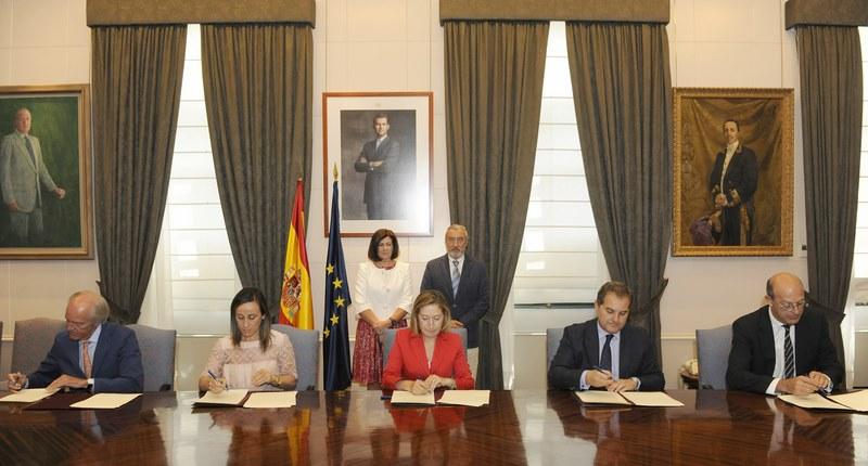 Pastor-preside-firma-convenio-colaboración-impulsar-intermodalidad-Galicia