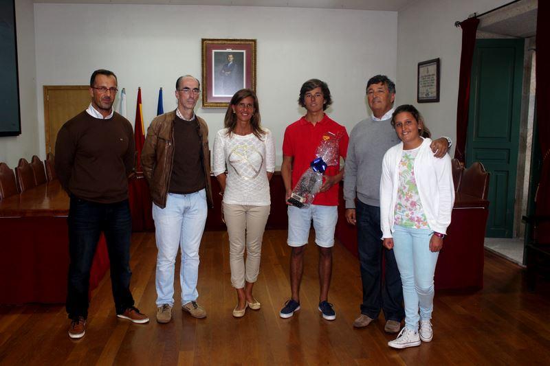 Baiona galardoa ao regatista Gonzalo Martínez Rodríguez tras conseguir a Medalla de Bronce no Campionato Mundial de Vela de Holanda