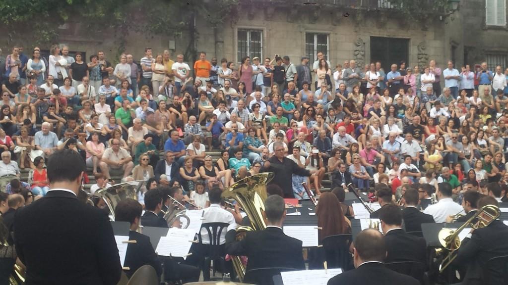 ciclo-Música-no-Camiño-continúa-achegando-música-galega-centos-peregrinos-chegan-cada-domingo-Compostela