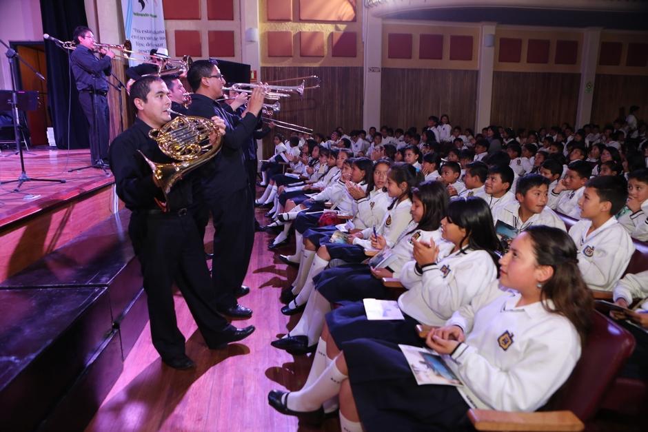 Sinfónica-Quito-aulas-Escola-Sucre