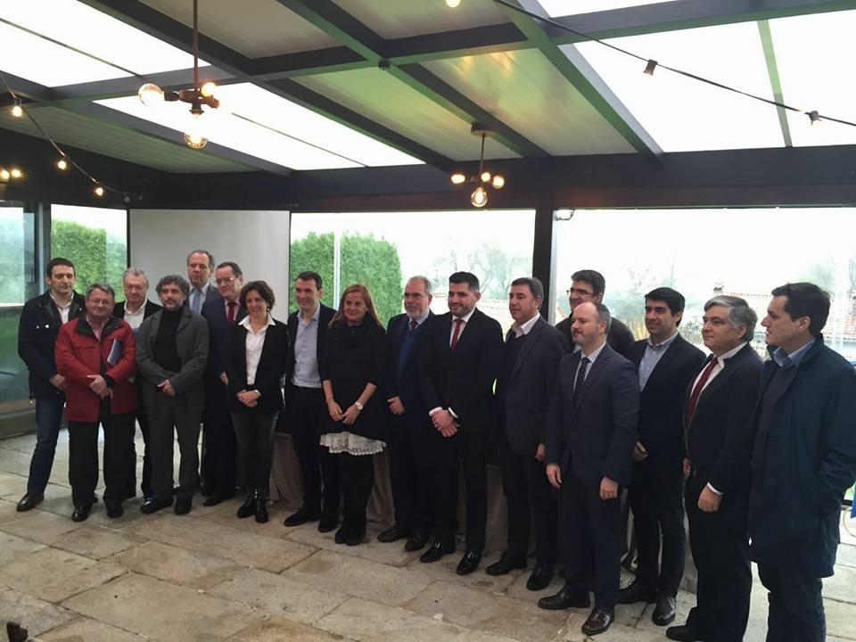 a-deputacion-de-pontevedra-reune-aos-alcaldes-galegos-e-portugueses-do-mino-nun-acto-simbolico-de-cooperacion-transfronteiriza